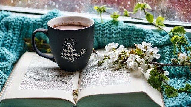 本と飲み物